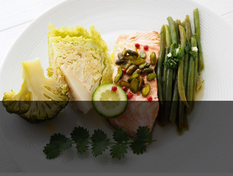 Cuisson basse température de choux haricots verts brocolis et saumon