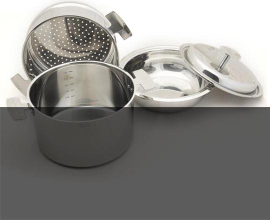 L'Ensemble de cuisson Baumstal est composé d'une Marmite en inox et son couvercle, une passoire vapeur douce et un Légumier qui est un bol bain marie.