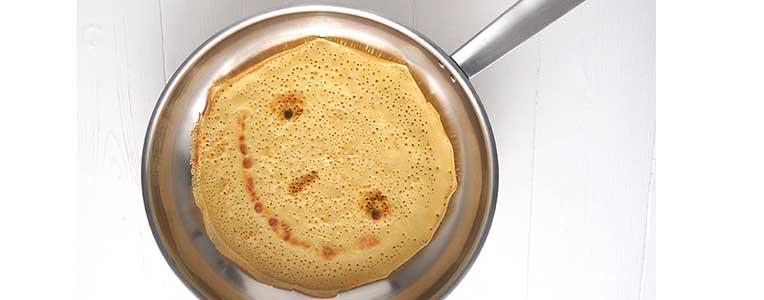 Poêle Baumstal en inox 18/10 avec une crêpe sourire