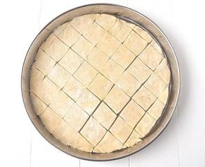 Pâte à pizza découpée en carrés