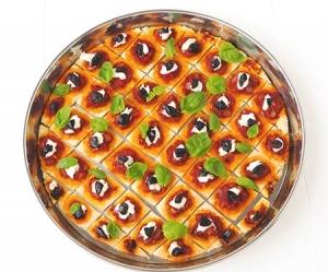 Mini pizza ou pizzettes. Recette et préparation dans un moule à tarte en inox